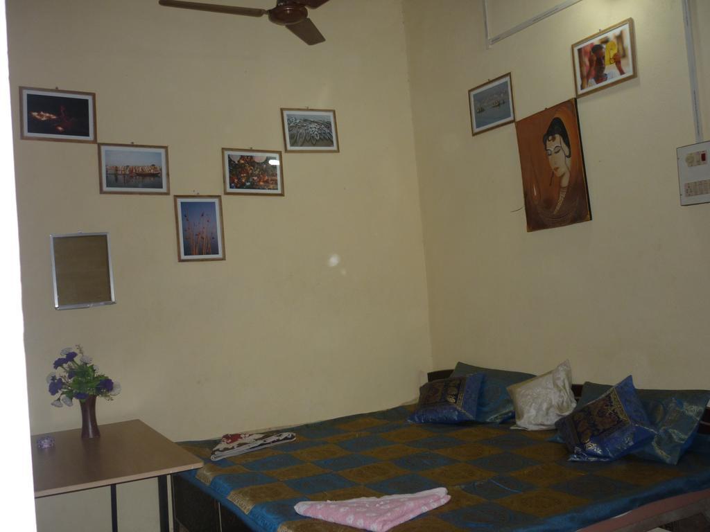 Aniket Pg Guest House Varanasi Rooms Rates Photos